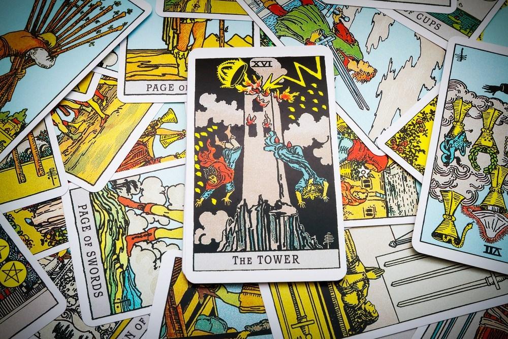 タロットカード「塔」の意味は?倒壊、終わり、恋愛や仕事は?