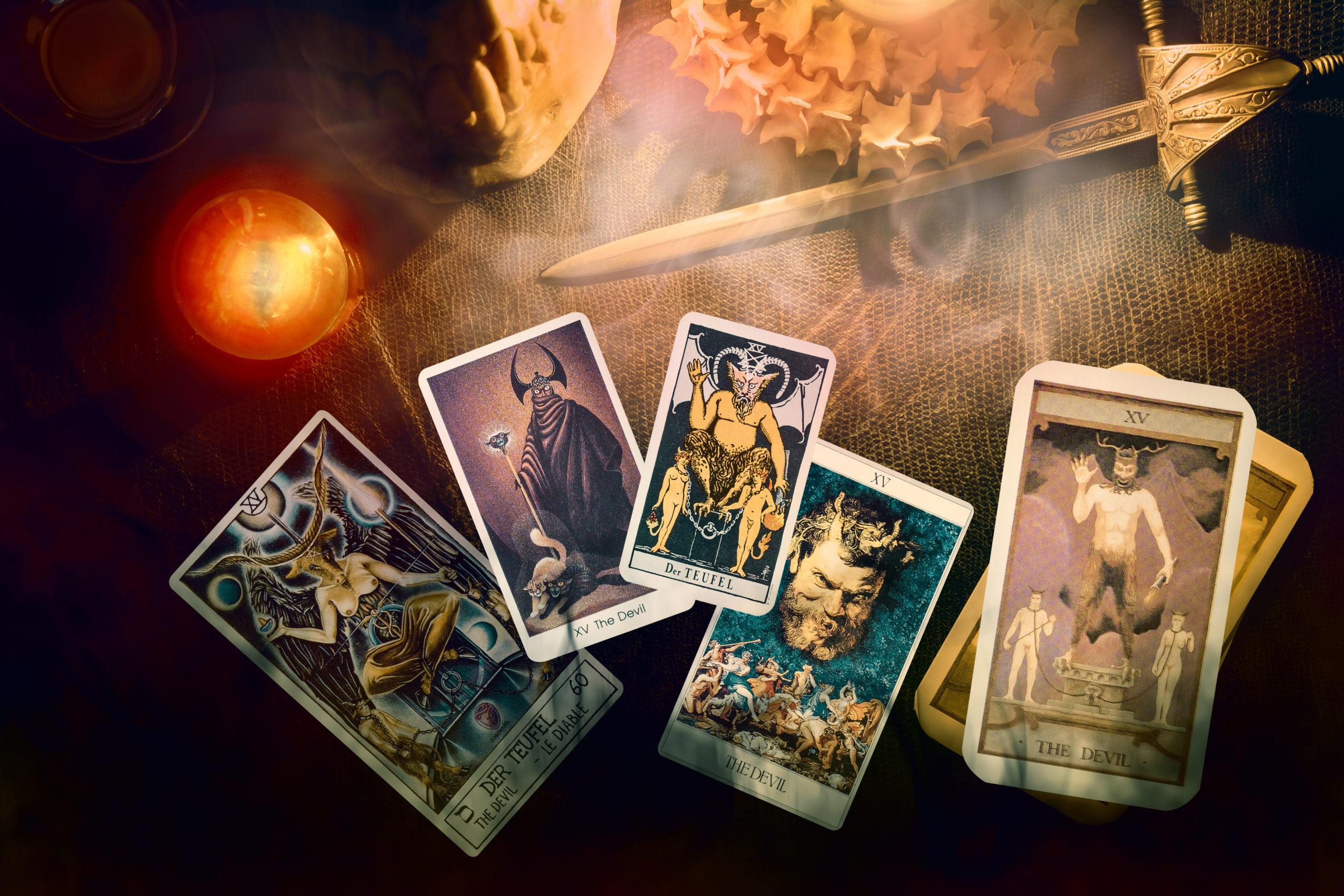 タロットカード「悪魔」の意味と解釈は?仕事、恋愛にどう影響する?