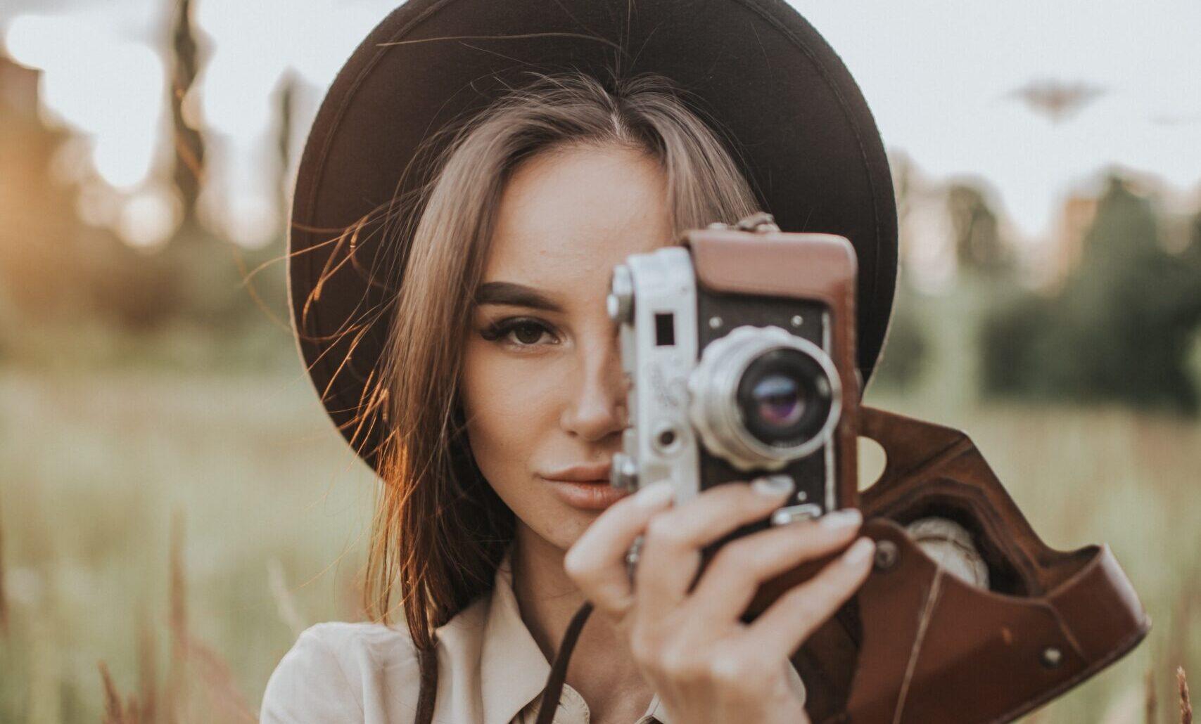 自分の顔が嫌い…写真が怖い人の克服法は似ていると言われる人を探してみること